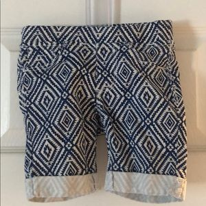 Tractor white and blue diamond pattern shorts sz 4